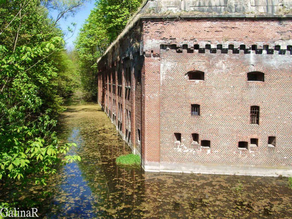 Форт 1 в Калининграде водный ров