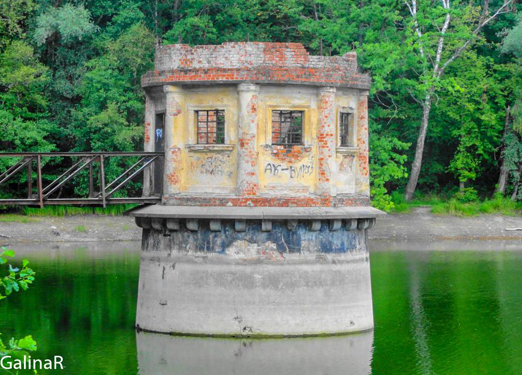 Круглая башенка на пруду Вильгайтен