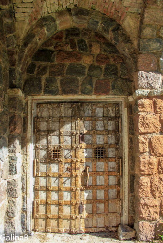 Кирха общины менонитов в Немане - входная дверь