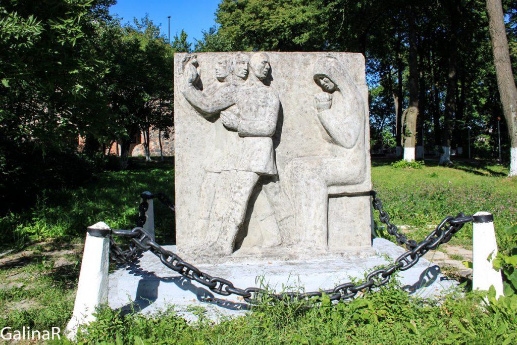 Памятник первой мировой войне возле кирхи менонитов в Немане