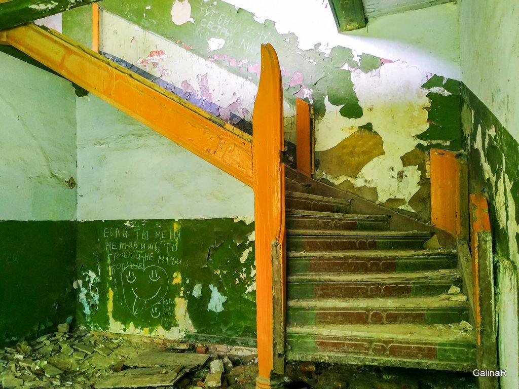 Усадьба фон Заукенхоф старая лестница