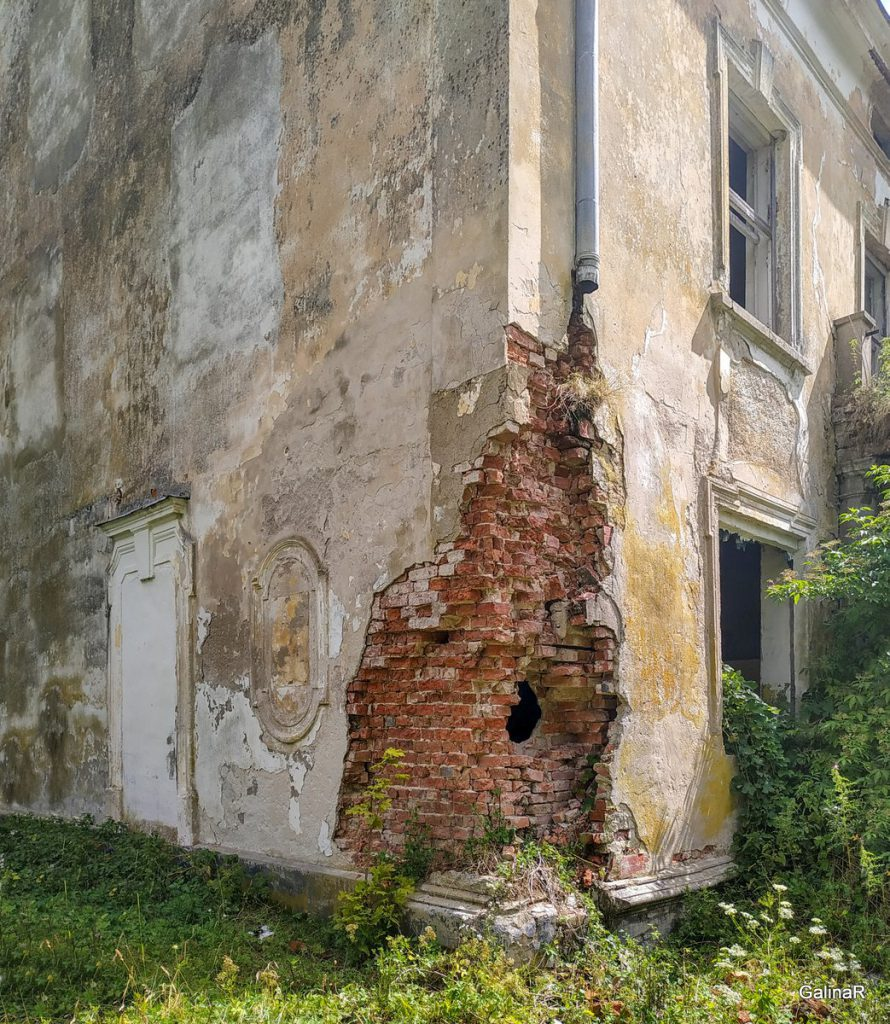 Заброшенная усадьба фон Заукенхоф в Лужках