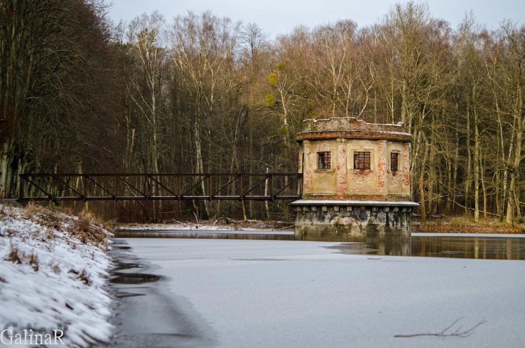 Круглая башня на пруду Великий